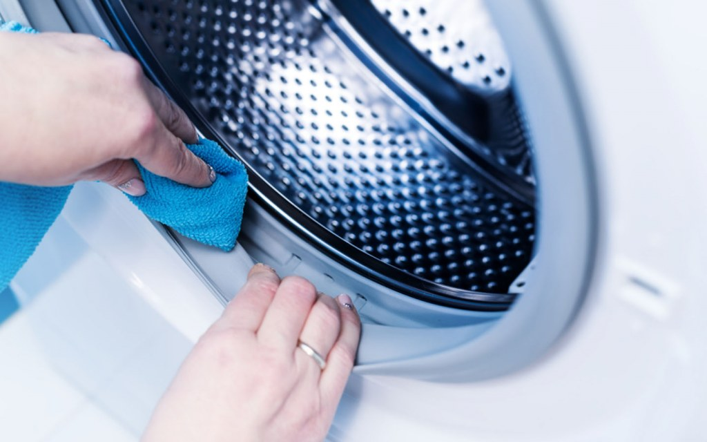 clean washing machine to get rid of mould