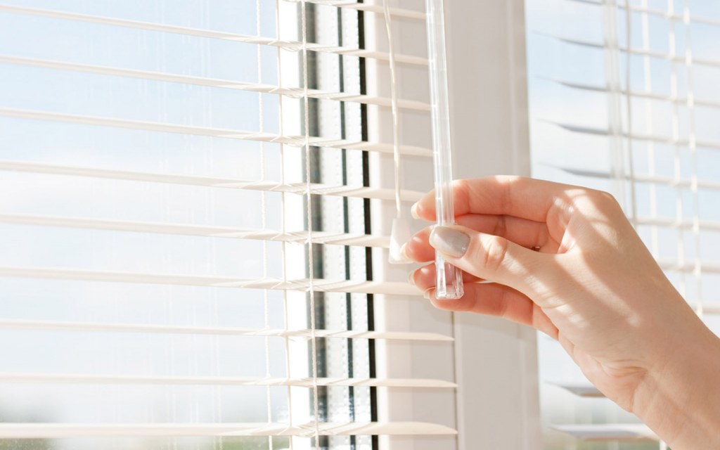 Adjust the window blinds to required length